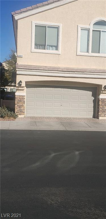 BEAUTIFUL TOWNHOME IN ALIANTE GATED 3 BEDROOMS 2.5 BATHROOMS, PRIVATED YARD , COMMUNITY POOL, 2 CAR GARAGE. CLOSE TO SHOPPING AND 215.