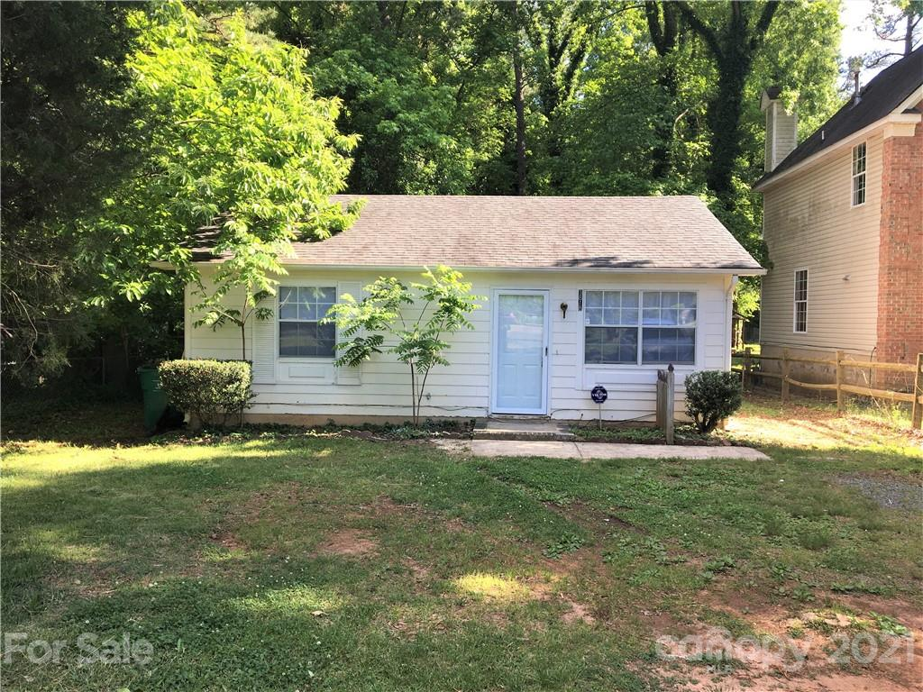 Must-See. Newly renovated and read-to-move-in house located in a quite area. Fresh paint and new floor & countertop. Home Warranty is still valid until the early next year. A nice wooded and private area at the back.