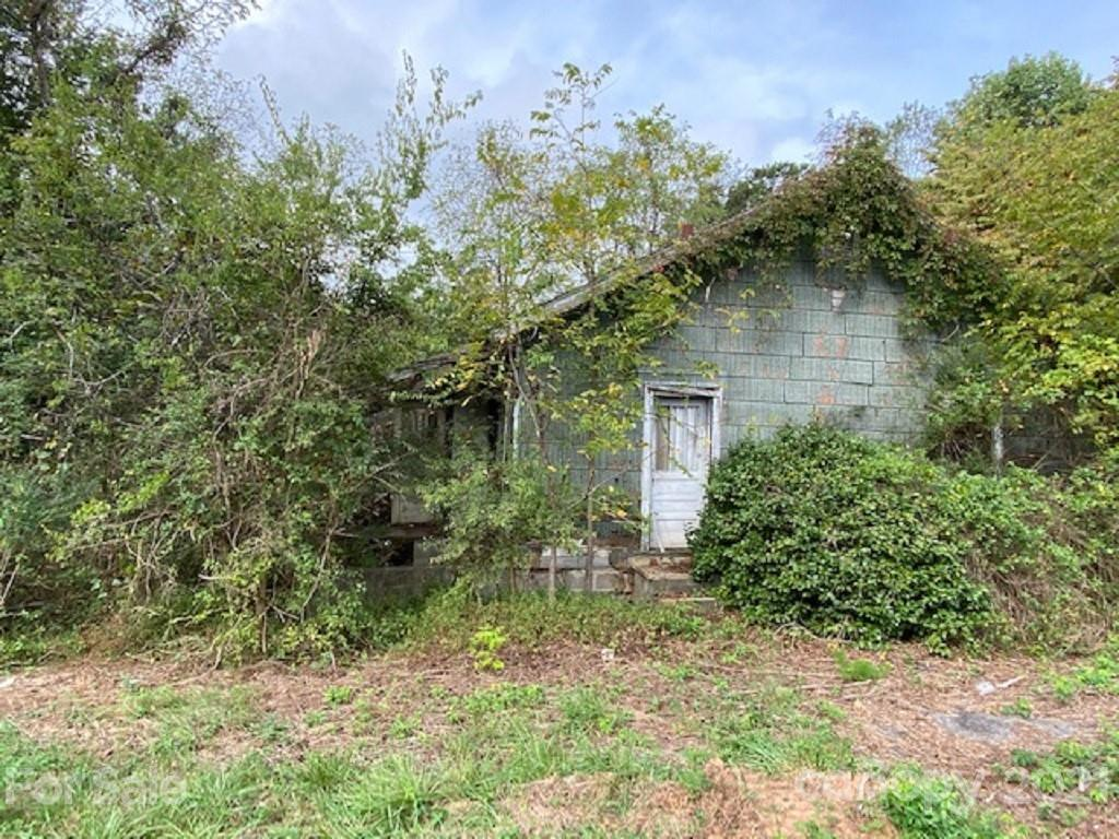 Investor, handy-person special. 2BR/1BA house in need of significant repairs. Large, 0.59 acre, corner lot. Convenient Claremont location just off Rte 70; easy access to I40 and easy commute to Conover, Hickory, Newton, Statesville, etc. Multiple opportunities to consider here -- buy to renovate and resell; improve and keep as inexpensive rental; or, consider knock down and new construction. Cash sale, sold 'as is'.