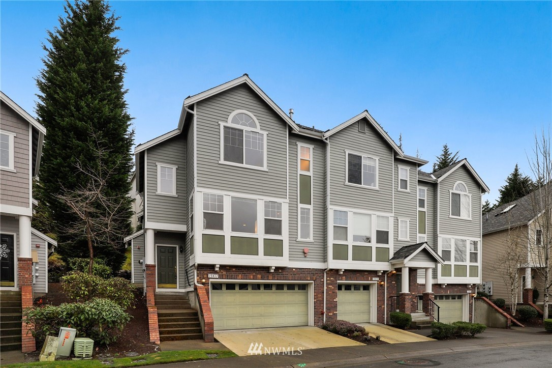 Delight in this exceptional townhome in sought after Hawthorne just above Woodinville's famous wine country. 3Beds 2.5Baths with 1,607 sq. ft. of living space. The spacious living room features a gas fireplace and an abundance of natural light. The lower level offers a large bonus room/office space with new flooring and freshly painted. Vaulted ceiling owner's suite with updated en-suite. New roof in 2019. Enjoy your private patio at its best on warm sunny days. Comfortable everyday living conveniently near downtown Woodinville, minutes to Redmond and I-405.