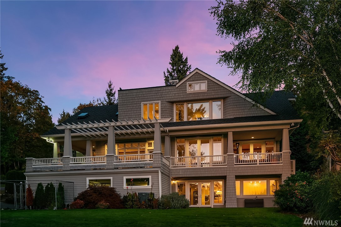 Welcome home to this stunning traditional w/ gorgeous Western lake views. 4BDR, 4BA with flex room/5th BDR option. Loaded w/ updated features. Enjoy brilliant sunsets from the large entertaining deck overlooking huge backyard. Perfect floorplan flows seamlessly. Luxe master suite w/ new bathroom & massive walk-in closets. Car lovers rejoice- 5 car garage and covered portico w/ 2 driveways.  Ideally located mid-Island on the Westside & just minutes to freeways, award winning schools & parks.