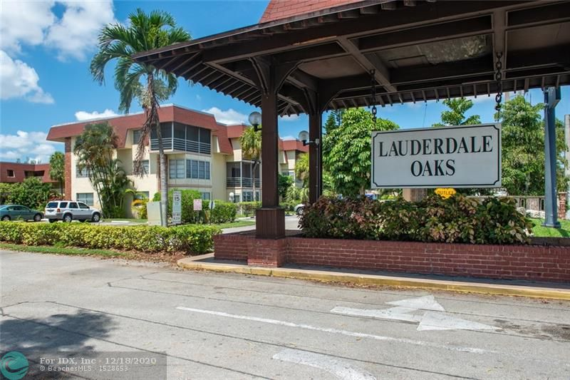 VERY NICE FIRST FLOOR  UNIT IN  55 AND OVER COMMUNITY. EASY ACCES TO INTERNATIONAL AIRPORT,  CLOSE I-95, TURNPIKE. CLOSE TO RESTUARANTS AND MALL. COMMUNITY OFFER HEATED POOL , BBQ AREA, BILLARDAND EXERCISE ROOM, BINGO AND MUCH MORE. THERE IS A CLUBHOUSE TOO. EASY ACCESS TO PUBLIC TRANSPORT.