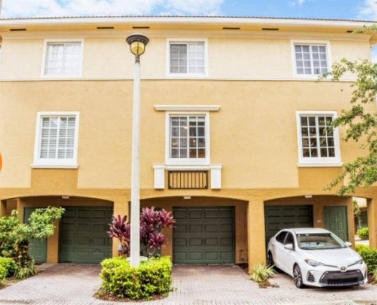 3 LEVEL TH TO OWN SPLIT LEVEL 1 BEDROOM W/ATTACHED GARAGE. WOOD FLOORS WASHER AND DRYER INSIDE, GATED WATERFRONT COMMUNITY, PETS WELCOME, PRIVATE MARINA.