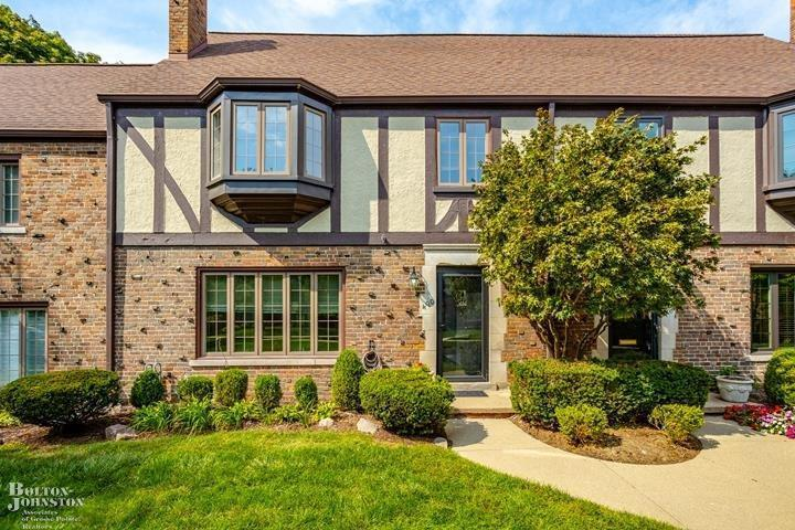 Beautiful Tudor Condo. Close to shopping in the Village, private parks and swimming pool. Fireplace Living room, Brand new kitchen custom quartz countertop with farmhouse sink, high end appliances, dual-fuel range, custom crafted cabinets opens onto eating/dining area. Backyard courtyard