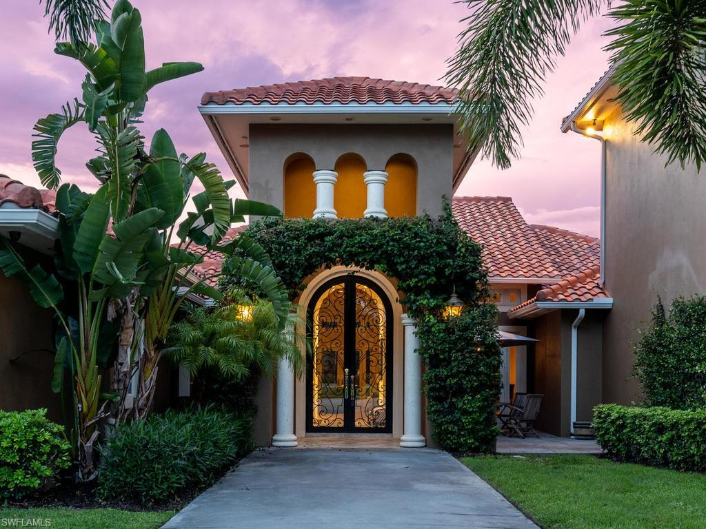 7055 Sandalwood LN, NAPLES, FL 34109