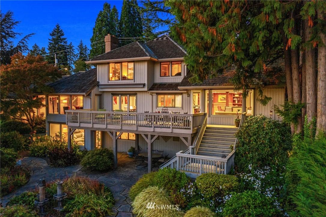 9439 Lake Washington Boulevard NE, Bellevue, WA 98004