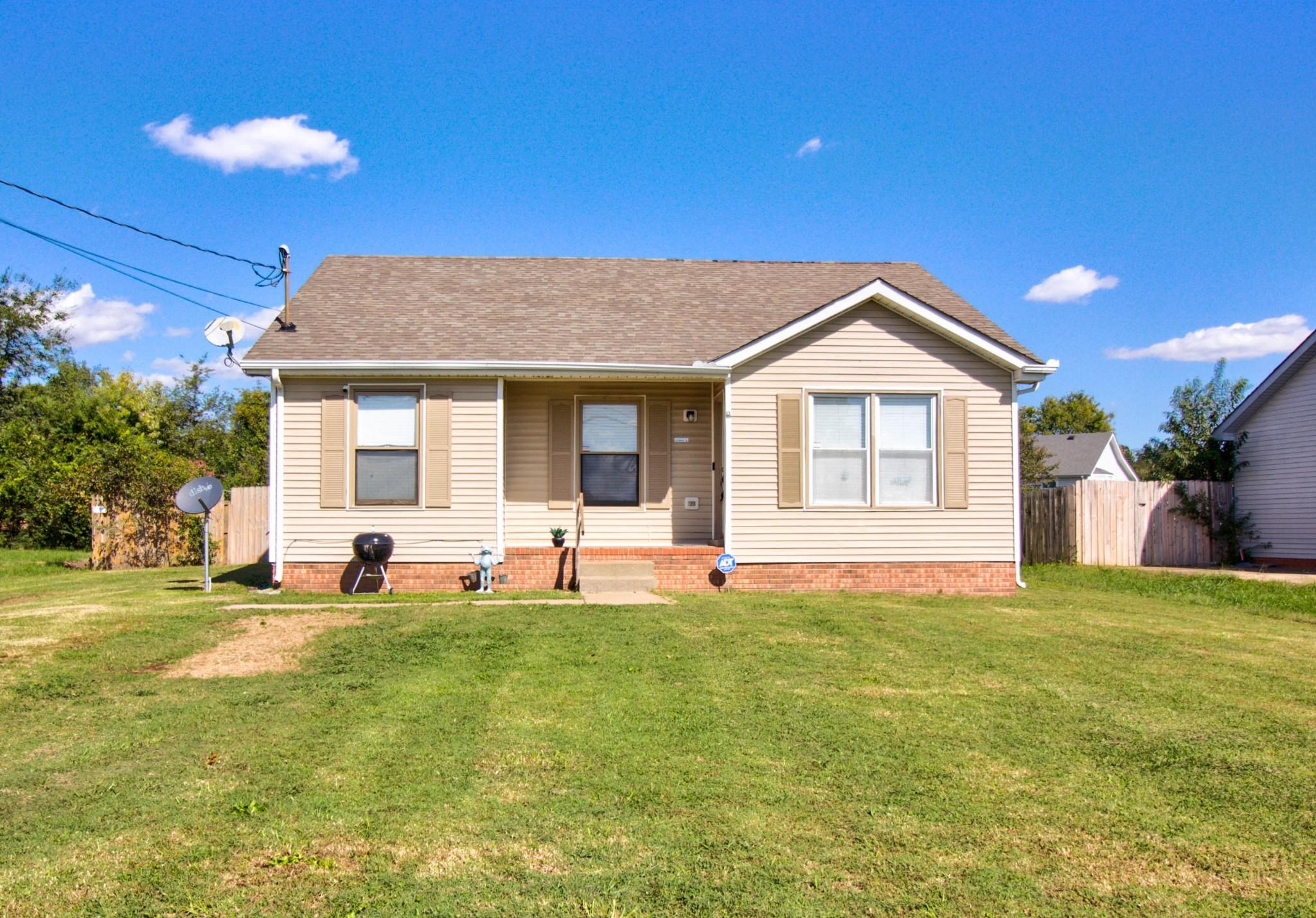 703 Carbondale Dr, Oak Grove, KY 42262