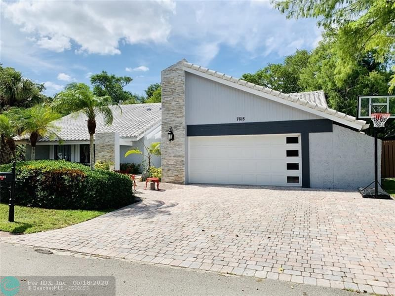 AMAZING HOUSE,SHUTTERS AND IMPACT DOOR,NEW APPLIANCES,ALL FLOOR NEWER,POOL AREA ,GREAT VIEWS OF THE GOLF COURSE,GOURMET KITCHEN WITH GRANITE COUNTER TOPS,STAINLESS STEEL,PRICE FOR A QUICK SALE