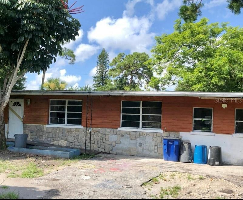 Great Investors Opportunity!!! Good location close to a small boat access and kayaks. House needs complete renovation. No HOA, Sold As-Is. Ready to sell now! CASH only.