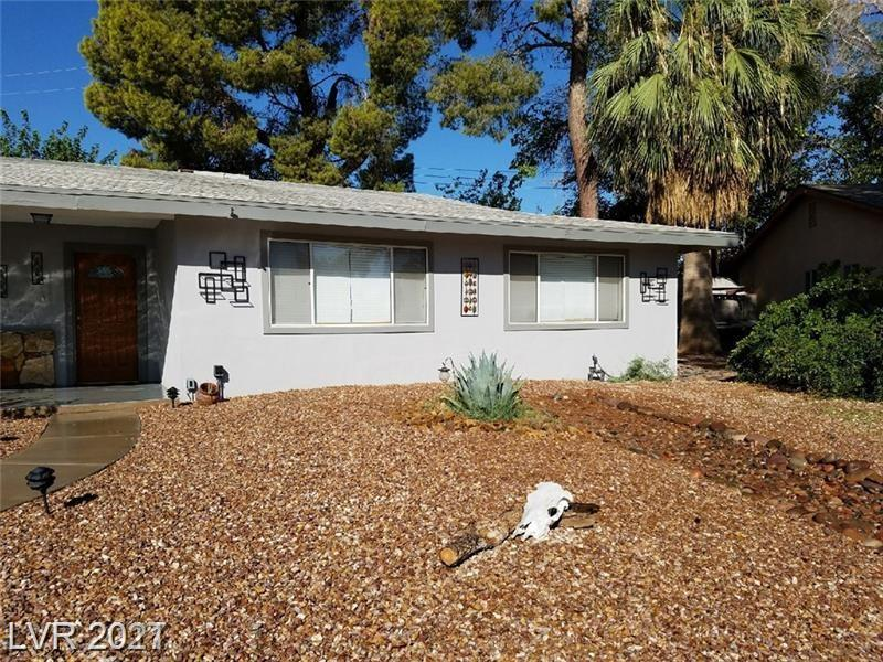 *** SINGLE STORY HOME OVER 2,000 SQ FT. WITH POOL SPA LARGE LOT ON CULDASAC *** CLOSE TO ARTS DISTRICT AND STRIP / MOVE IN READY / OPEN FLOOR PLAN / SEPERATE LAUNDRY AND MUD ROOM / NEW SHED IN BACKYARD / NEWLY REMODELED BATHROOMS /