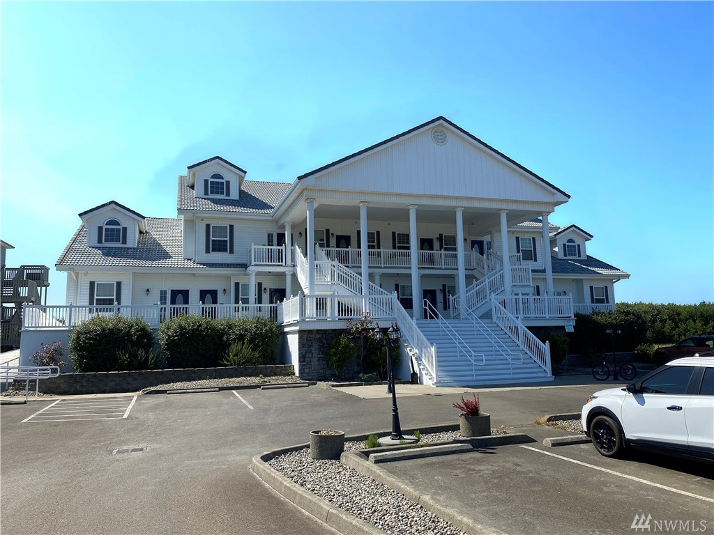 Immerse yourself in luxury and boundless ocean views with your very own vacation resort home. Leave the maintenance to the staff - This is about having fun and making money too!  Proud owners in Judith Ann Inn enjoy year round income from these Oceanfront investment properties. Comes completely furnished with everything you need to start your Ocean Shores lifestyle.