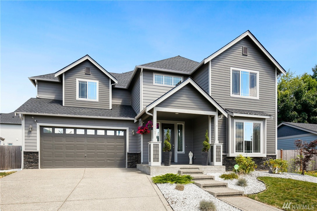 Beautiful like new home in great Sumner location! Just in time for summer, enjoy your extended patio or stay cool indoors with A/C. Open floorplan with stone FP, kitchen with SS appliances and all the modern touches. Main floor den could be 5th bedroom. Upstairs features huge bonus room, 3 beds and laundry. Master with lg private bath and walk-in closet. Features include: indoor/outdoor surround sound, generator hookup, gas hookup on patio, smurf tubes for TVs, access to river down street.