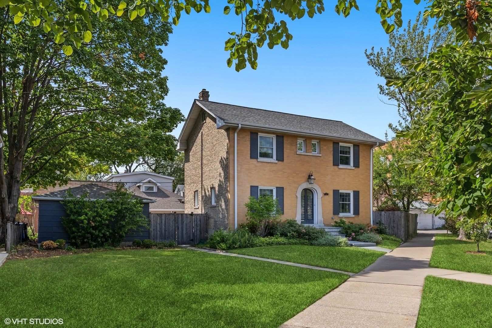 4750 N Manor Avenue, Chicago, IL 60625