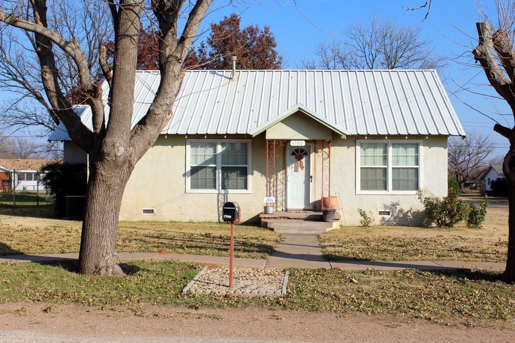 1300 N Avenue L, Haskell, TX 79521