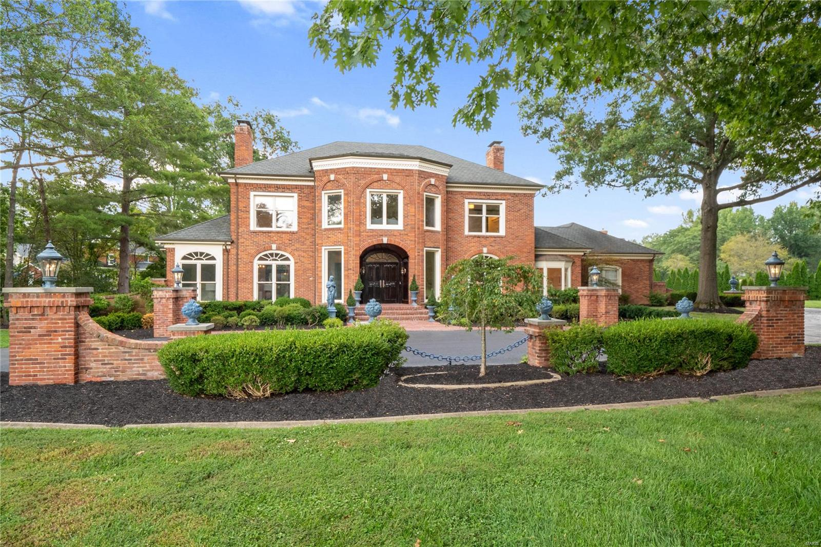 120 Bryn Wyck Place, Town and Country, MO 63141