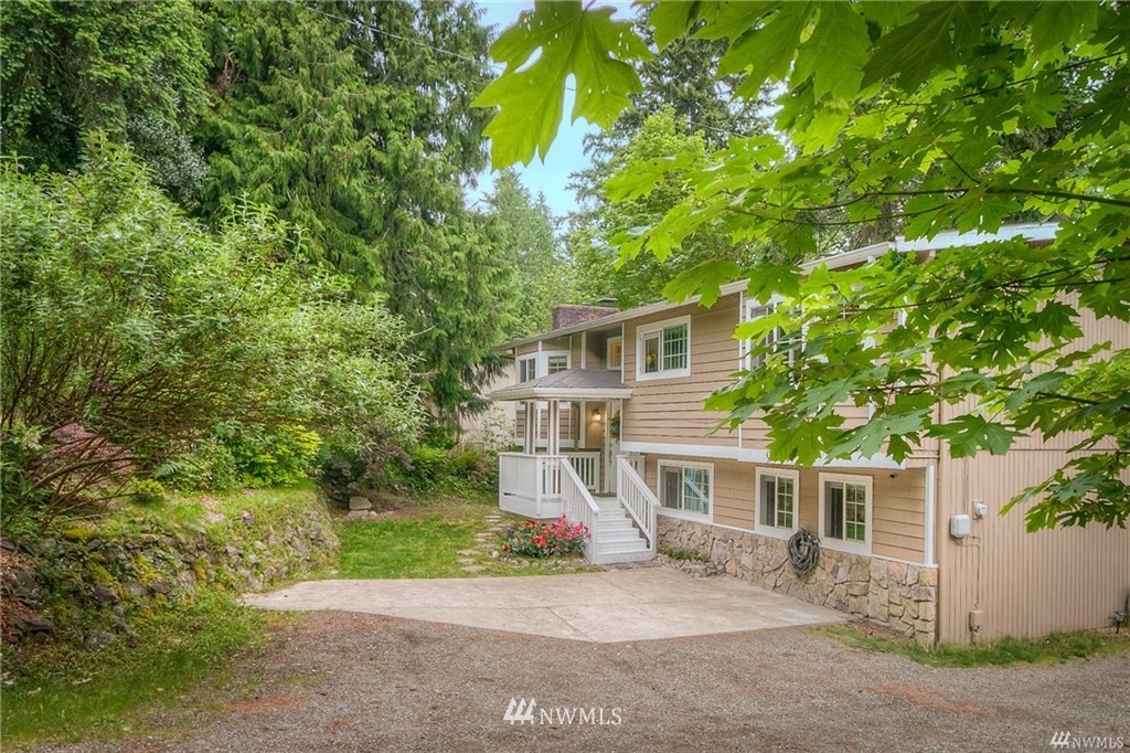 Amazing location by downtown Issaquah/I-90/shopping center/transit center! Fully remodeled in 2015, updated in 2019. Great home with beautiful territorial views and lots of living space. Upper floor has 2 bedrooms including the grand master bedroom, living room w/ fireplace. Kitchen opens to large view sunny deck. Lower floor has living room, bedroom, a bath, separate entrance & independent kitchen. Perfect for mother-in-law or rental opportunity. Top Issaquah schools and school bus cross the street. 5 min to the high school and elementary school, 2 min to library & pool, 7min to Costco headquarter, 17min to Bellevue College or Downtown Bellevue. Plenty of parking space for this cozy home!