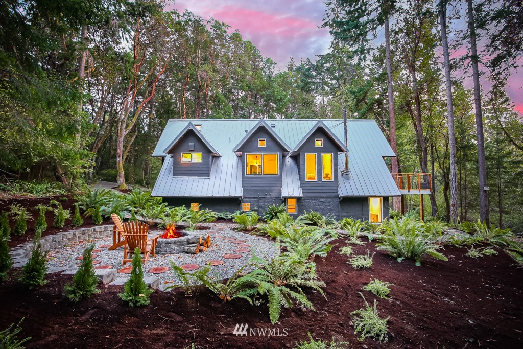Modern Design meets Mother Nature in this 4.65 acre forest sanctuary. There are places that feed your soul, clear your mind & bring the important back into focus where you can truly land. Tucked down a quiet island lane, this home is artfully updated. 2 bds/1.75 bths, WFH flex, seamless indoor/outdoor living & room to grow. Embrace the feeling of off-grid w/ other human sightings just mins away: stroll thru town, view parks & island amenities. No one will know you're here unless you want them to
