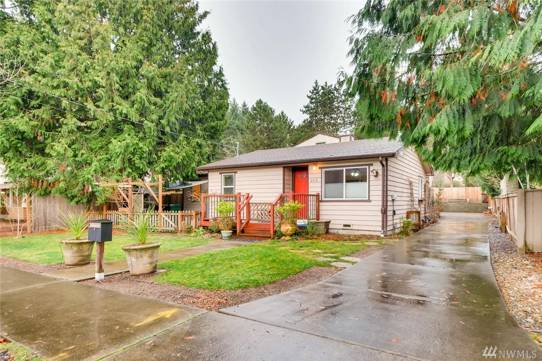 A rare opportunity to run a business from home in desirable DT Redmond. Comfortable 2bd/1.5ba home plus detached 1300+ sqft shop complete with kitchenette/0.5ba & off street parking behind. Mix-use zoning & abundant possibilities for utilization. Thomasville cabinets, walk-in closet, labradorite counters, secure dog run off side & loft upstairs of office. 91 Walk Score to Town Center shopping, restaurants, transit center, light rail station, Marymoor Park & Microsoft.