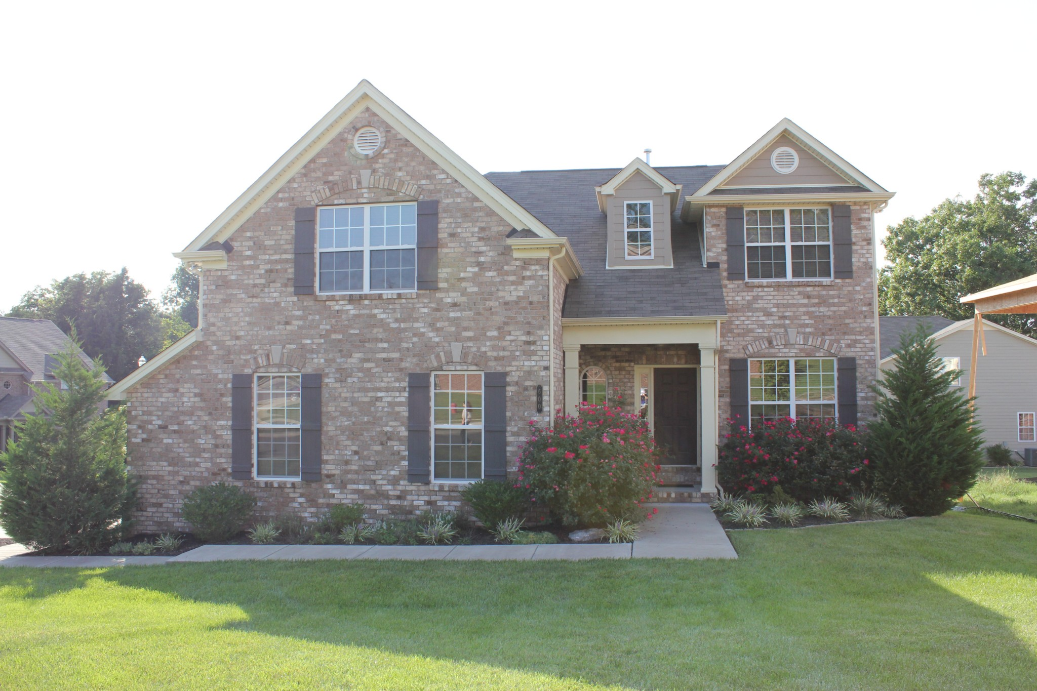 Beautiful all brick house with great room, bonus room and office close to the heart of Nolensville!  Master down and formal dining room.  Don't miss out on this lovely home!