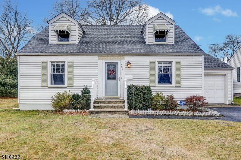 Charming renovated cape 3 bedrooms 2 full bath with finished basement and access to the backyard from the kitchen, back yard completely fenced for privacy and easy to access major highways. NOT IN FLOOD ZONE