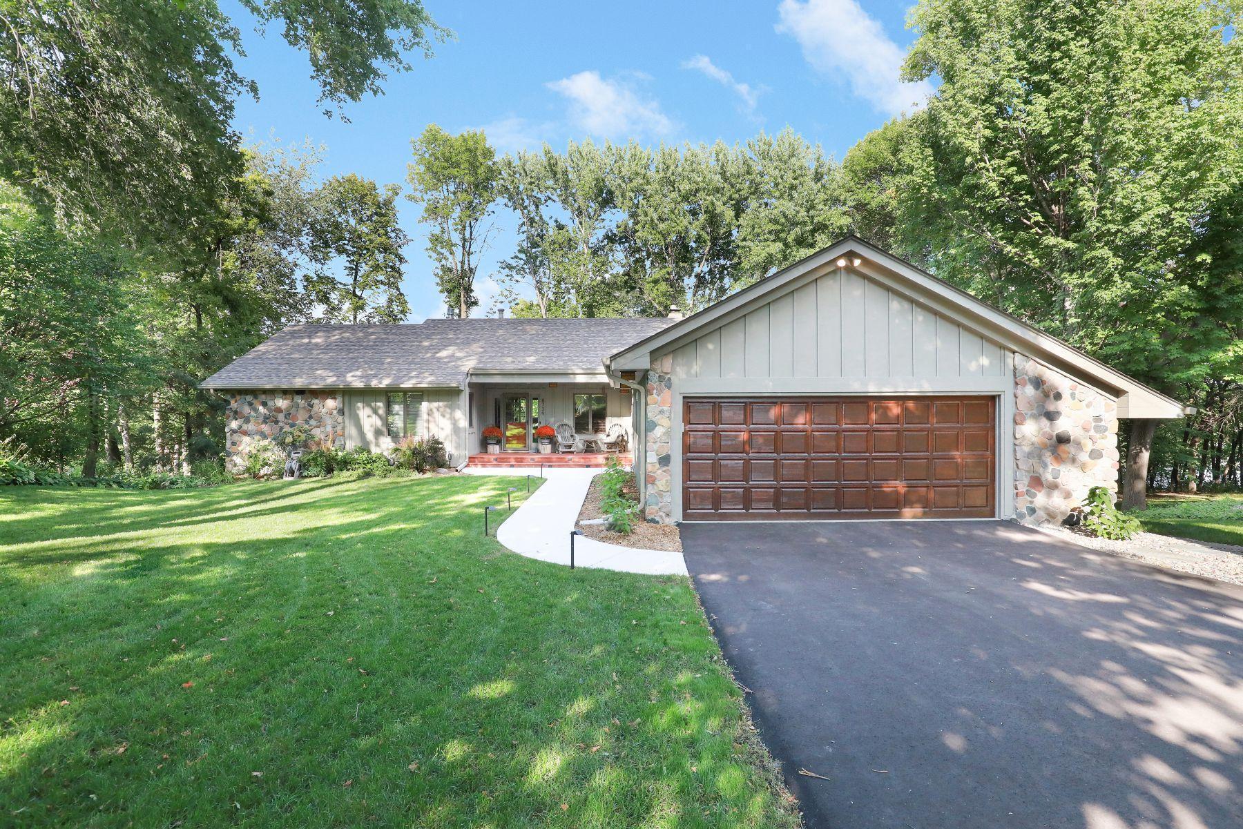 8739 Bentwood Drive, Eden Prairie, MN 55344