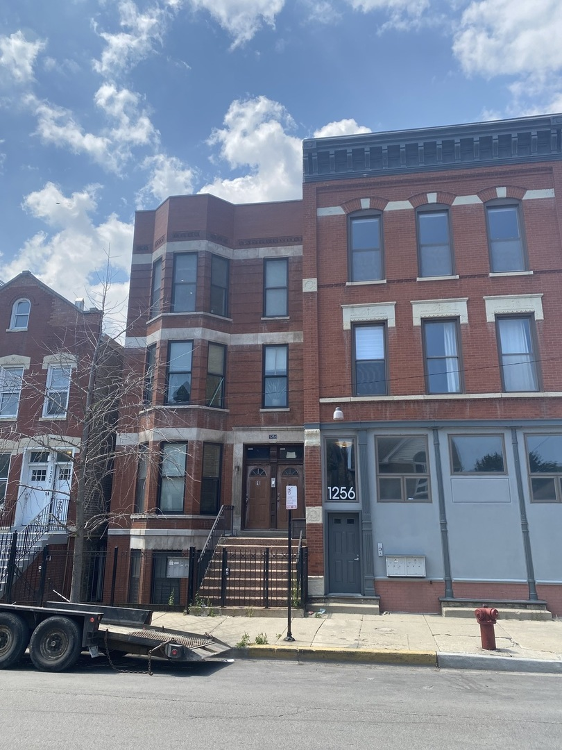 1254 N Cleaver Street, Chicago, IL 60642