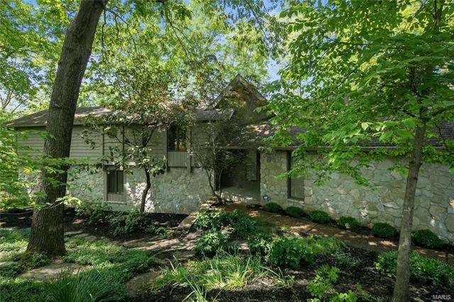 44 Chesterfield Lakes Road, Chesterfield, MO 63005