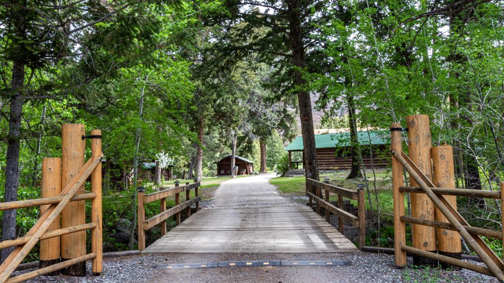 1516 North Fork Hwy, Cody, WY 82414