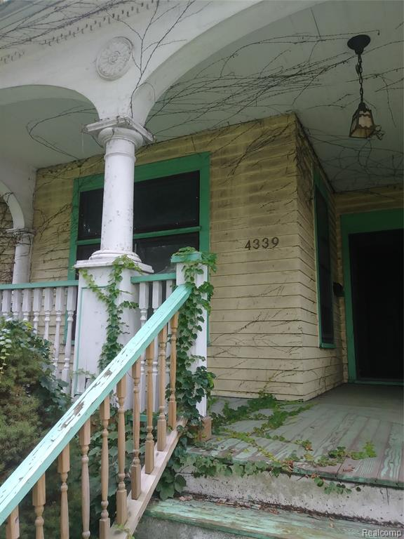 SPACIOUS 8 BEDROOM HOME  WITH 3 BATHS, HISTORIC  WOOD BRIDGE AREA,  NEEDS SOME LOVING, boiler only 8 years old.  ORIGINAL WOODWORK, THE STAIRCASE ALONE WILL KNOCK YOUR SOCKS OFF, HAS A BACK STAIR ENTRANCE IN THE KITCHEN LEADS TO BASEMENT AND UPSTAIRS LEVELS