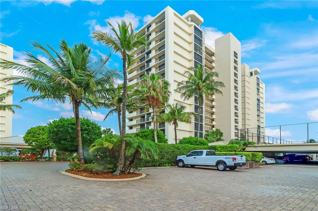 10951 Gulf Shore Dr 104, Naples, FL 34108
