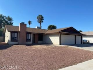 So much potential with this gem in central Vegas.....priced right and room to improve!  Single level with 3-car garage, large lot, vaulted ceilings, and large backyard! 10 minutes to The Strip, airport, Henderson, and much more! Don't miss out!