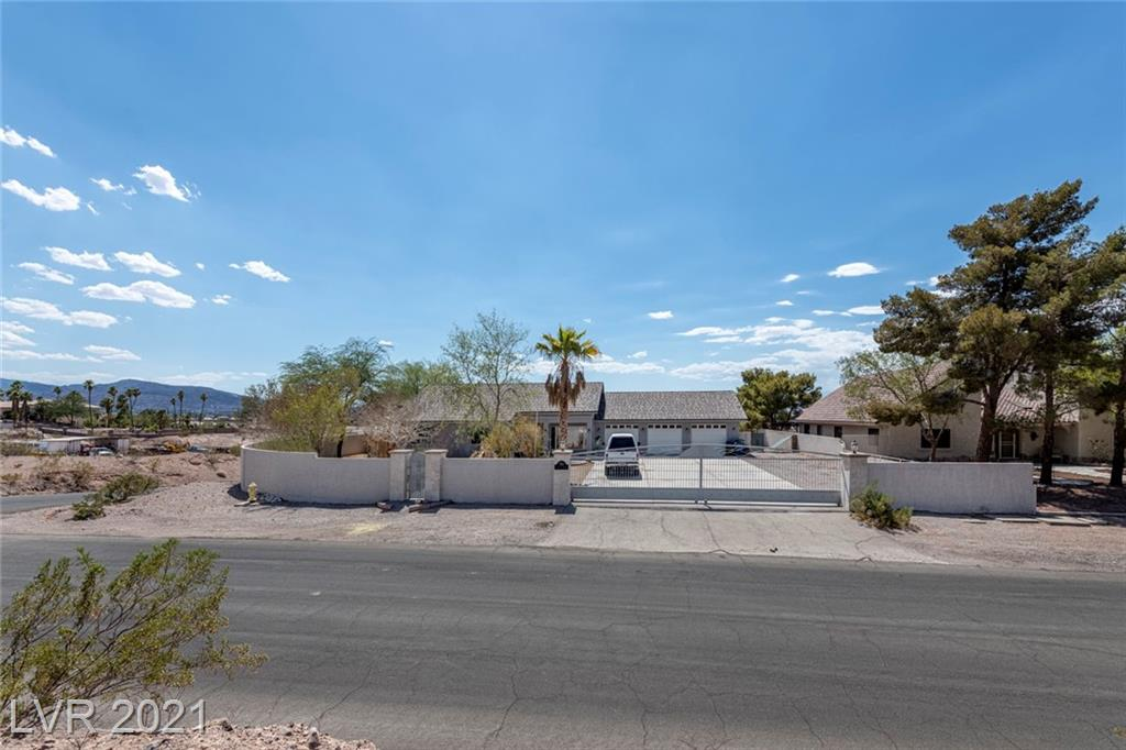 3 BEDROOM 3 BATH CUSTOM HOME WITH BEAUTIFUL VIEWS OF THE CITY AND MOUNTAINS. LARGE LIVING AND DINING ROOM. LIVING ROOM HAS VAULTED CEILING WITH A WET BAR. LARGE COVERED PATIO OUT BACK WITH A POOL AND SPA. LARGE GARAGE WITH WALL TO WALL BUILT IN CABINETS.