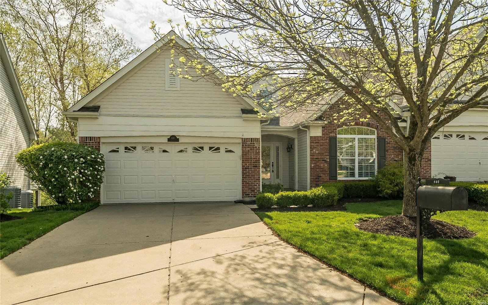 640 Stonebrook Court, Chesterfield, MO 63005