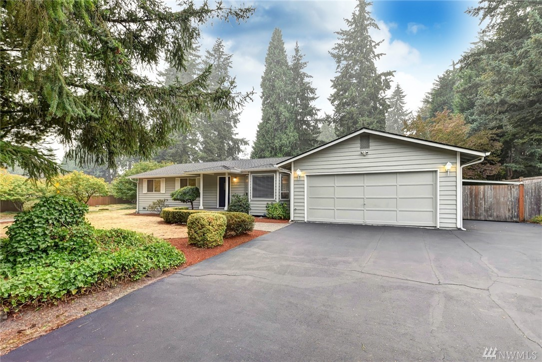 Woodinville --Turn-Key & Move-In Ready Great Room Style 1-Story on a PRIVATE, Level, Sunny & Fully-Fenced .33 Ac. Enjoy a super location blocks to schools/commute routes & just minutes to shopping and the Wine District. Completely Upgraded: BRAND NEW 30-Year Roof & Gutters, Upgraded Windows, 2017 Gas Furnace, New Trex Deck, 2018 Exterior Paint, Updated White Cabinet/Quartz Kitchen + Upgraded Baths, Air Conditioning! Amazing outdoor space for parties, play! Welcome Home!