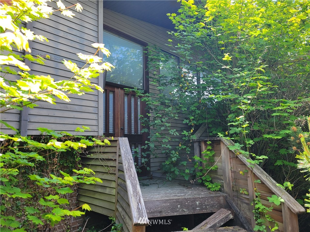 Please make an appointment with owner!  Great Views!  Huge Lot!  Solid View Home in Desired Edmonds Community.  Bring your Paint Brush, Hammer, Shovel and a Rake and Earn Some Equity!