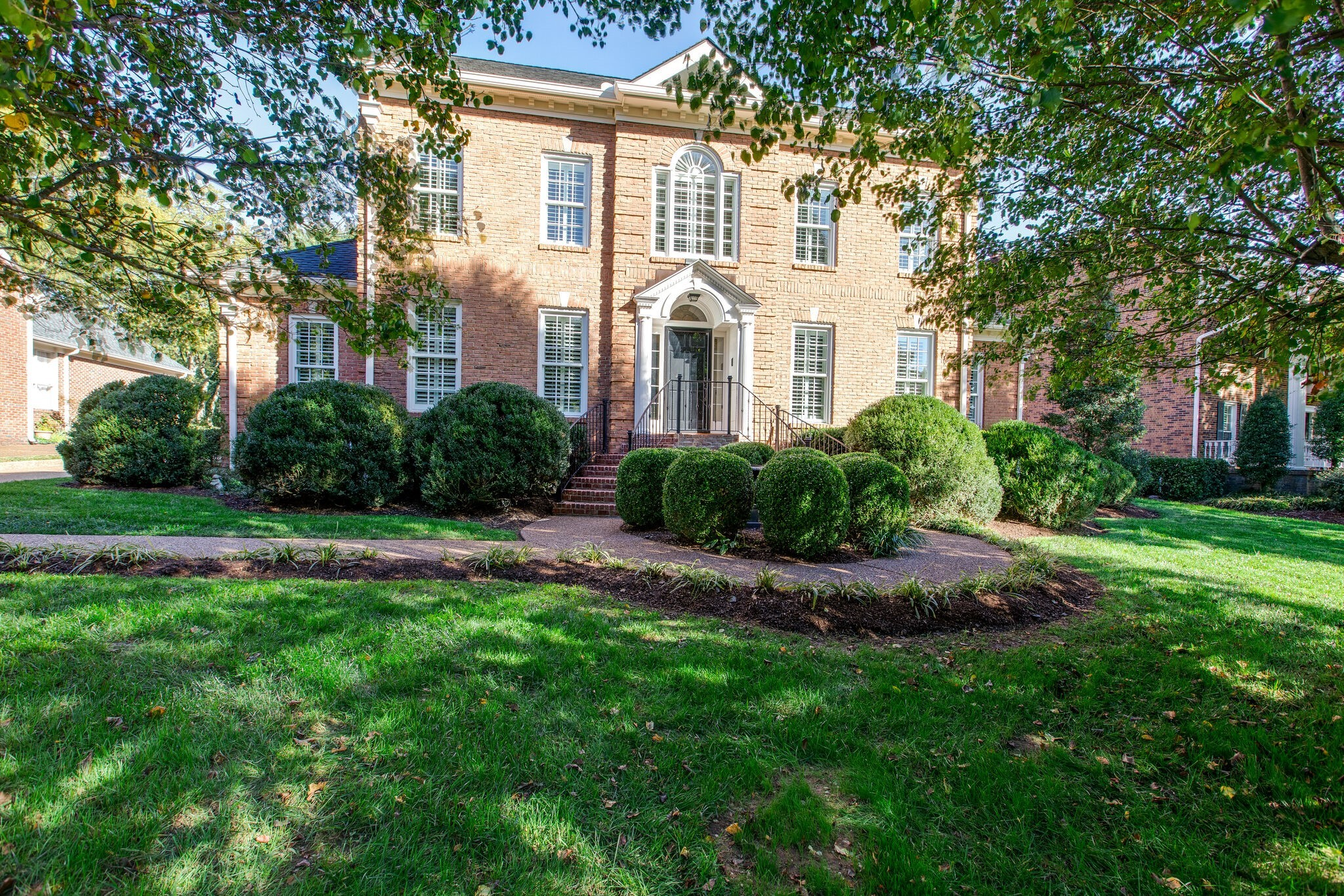 RENOVATED&CUSTOM BUILT BRICK HOME ON .49 ACRE in DOWNTOWN FRANKLIN!  Front of home was built in 1986 & renovated in 2020&new ADDITION added in 2008.  2 KITCHENS & 2 EN SUITES.  See attached list of amenities and/or additions.  Waterscape with 2 waterfalls and koi pond, landscaping, GOURMET kitchen w/long island, butler's pantry, open entertaining areas, custom office with built-n-bookcase, wrapping room, and location, location and location.