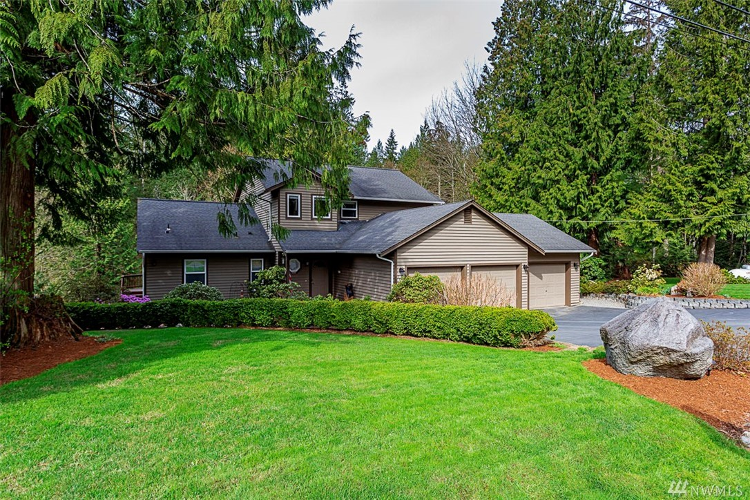 Four BR home plus bonus located on 1.16 Acres backed to a greenbelt in a private gated community in the Union Hill area of Redmond. Updated & well-maintained home features Master On Main. Open kitchen to dining room with SS appliances, a large island featuring quartz countertops, & tile floor. Explore the  private backyard oasis - a full-length deck off dining room.This large property offers great storage, RV parking (power avail.)& 3 car garage with oversized doors.LWSD. Turn Key! Welcome Home!