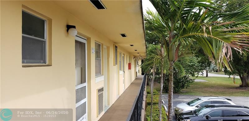 BACK ON THE MARKET !!   LOCATION LOCATION LOCATION. very nice unit in the heart of Aventura ! Minutes to the beach, Aventura mall, Gulfstream casino, Grocery stores, everything that you can think of is in walking distance.   this 1/1.5 is ready to be taken to the next level. All ages and ok to lease after 18 months of ownership.  MAKE AN OFFER !