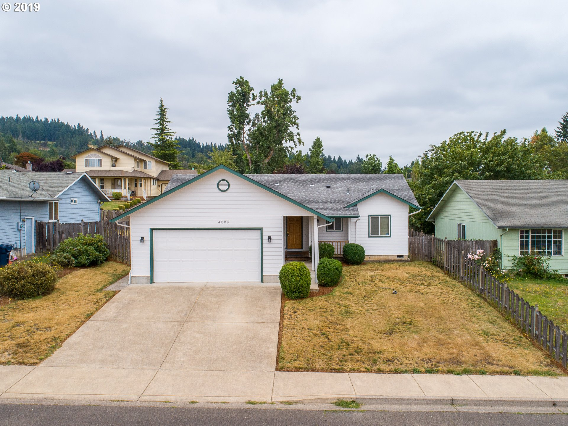 Like new home with New Paint,SS Appliances, Roof, Laminate Flooring, Carpet & toilets. Vaulted ceilings and Oak cabinets.Great cul-de-sac location with the Nature Conservancy just across Bertelsen. Close to hiking trails, bike paths,schools, and  shopping. Excellent Sunset views!