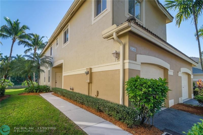 ***INVESTORS ONLY, RENTED FOR $2,425*** Very nice corner townhouse with private lake views located in San Mateo Weston. Gated Community with great location walking distance to Imagine Charter School, Publix and Gator Run Elementary. EZ access to I-75. 4 bedrooms with 2.5 baths, tile floors downstairs, laminate wood floors upstairs, white on white kitchen and bathroom cabinets with granite tops. Stainless steel appliances and more.