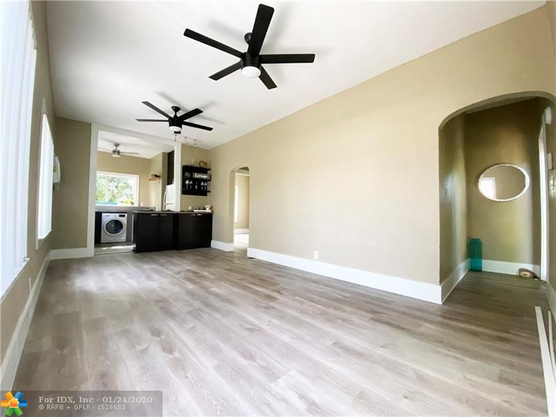 LOCATION. Steps away from Las Olas! Charming second floor cottage style apartment with views of lush landscaping with an open layout. Wood floors, two full bedrooms, one full bathroom. Will go fast!