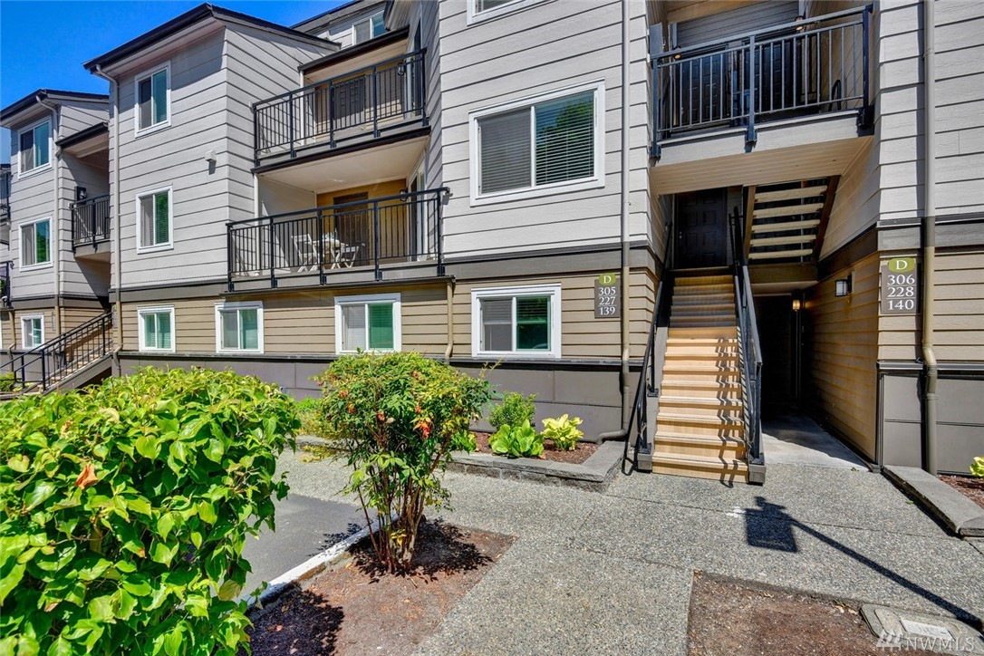 Location X3! Gorgeous, dwntn (walkable) Redmond condo is ready to enjoy. Fabulous unit w/rich wood cabinets, slab granite, SS appl, new carpeting/flrs. Unit has LOTS & LOTS of storage w/custom ELFA system. BR overlooks serene green space. Private deck w/storage closet (holds 2 bikes).  Building facelift/upgrade completed!  Bike/Bus or Drive, all are easy options. Parks, trails, grocery & restaurants are at your doorstep. Just a few blocks to future light rail station too. High demand location.