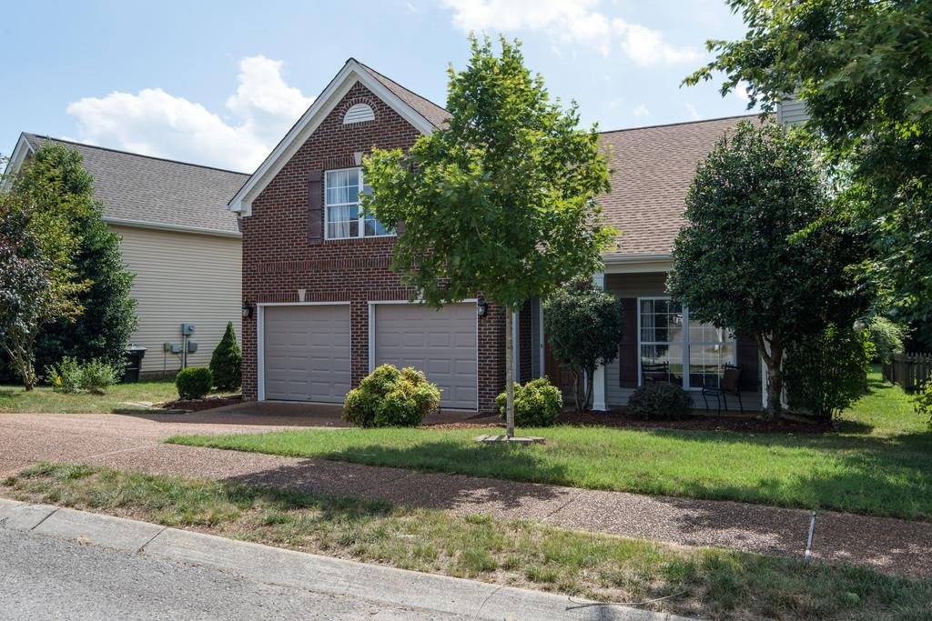 MASTER DOWN WITH 3 BEDROOMS UP~SOUGHT AFTER FRANKLIN GREEN~HARDWOOD IN GATHERING &  DINING ROOM~STAINLESS STEEL APPLIANCES