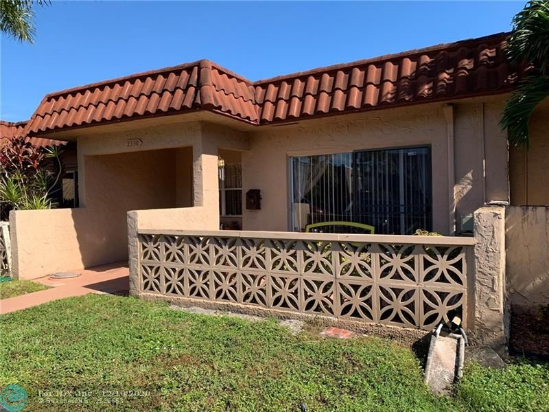 2 bedroom / 2 bath villa in a senior 55+ community. There is an atrium accessible from both bedrooms. Very clean, needs a little TLC. There is a Washer and Dryer inside the unit. Amenities include heated pool, tennis court, gym and library. Association requires: 675 FICO score. $30,000 income. $3500 maintenance deposit held for one year. Maintenance includes water, basic cable, garbage, lawn.  Owner Occupied, Appointment only, Must wear masks