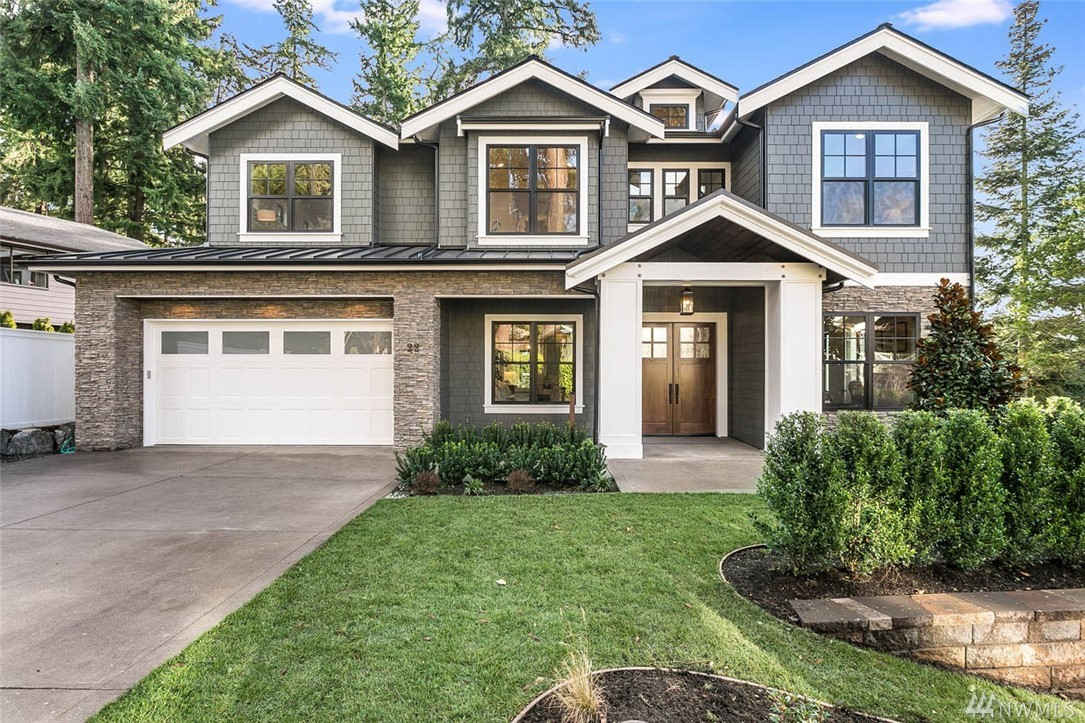 Indulge in a world of simplistic elegance in this Helix Homes masterpiece. This private luxury residence offers every amenity for the discerning homeowner in one of the preeminent neighborhoods in WA. Cook to your heart's content in a gorgeous gourmet kitchen open to the family room & the grounds beyond. The lower level is the ultimate space for entertaining with an oversized rec room, wet bar & media room. Views of Lake Washington create the perfect backdrop for large or intimate entertaining.