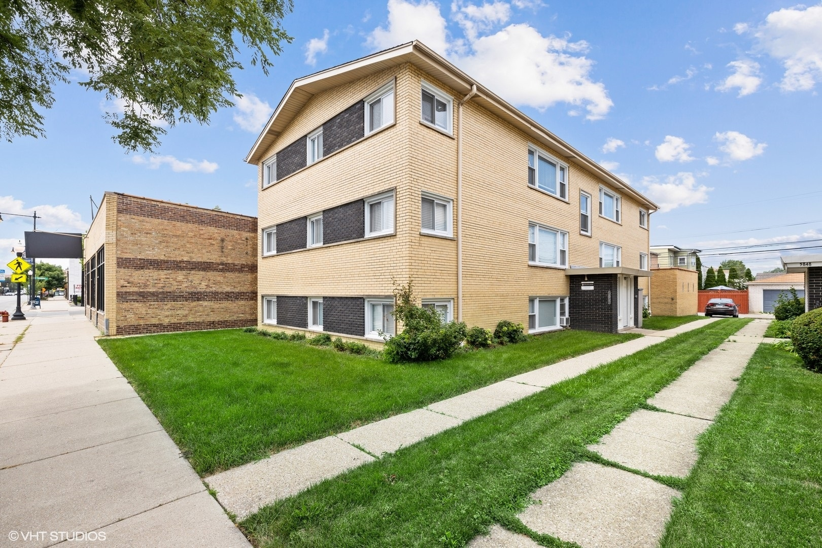 5852 W Irving Park Road, Chicago, IL 60634
