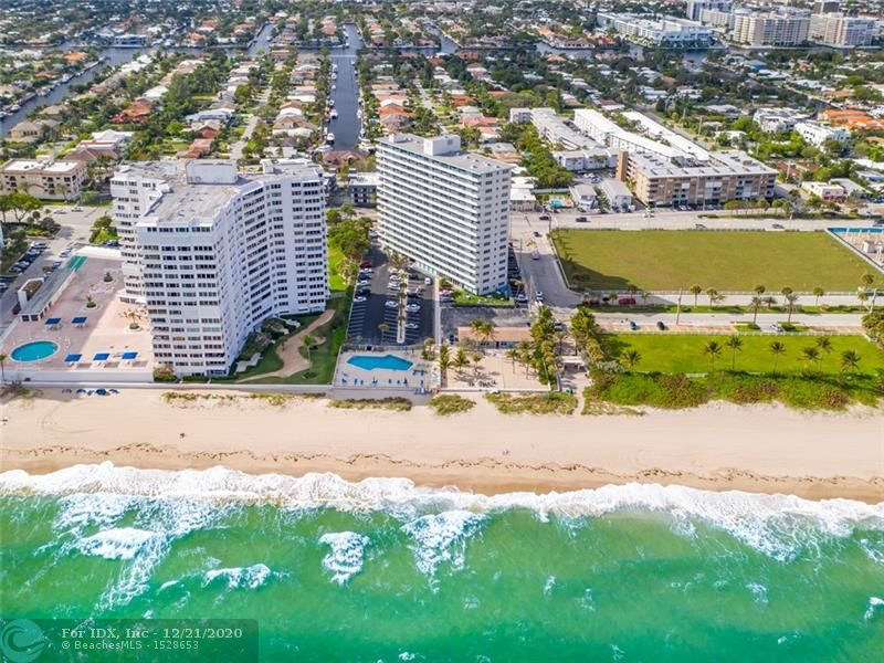WOW!!! RENOVATED PENTHOUSE FLOOR. DIRECT OCEAN VIEWS.DIRECTLY ON THE BEACH IN LAUDERDALE BY THE SEA. WALK TO OPEN AIR RESTAURANTS, SHOPS, LIVE MUSIC,PIER FISHING AND MORE. CLOSE TO PGA GOLF AIRPORT AND MAJOR HIGHWAYS.
