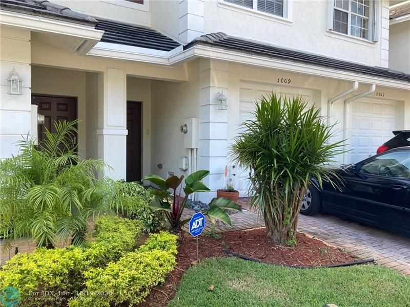 Great location large 3 bedroom 2 1/2 bath townhome conveniently located near highways, shopping and restaurants. Nice size open kitchen. Large Master bedroom with sitting area.