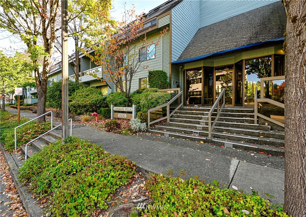 DON'T MISS THIS ONE! 5th floor 2-Level Townhome style condo in the heart of Mercer Island- WITH LRG. PRIVATE 2-CAR GARAGE. Secure building with lobby entrance, elevator, 2BR and 2BA with convenient access to your private 2-Car Garage. You'll love the North end location that's super convenient to shopping, services, bus lines, parks and trails. Large main floor deck is great for entertaining with a second deck off the Master Bedroom. This unique floor plan is hard to find in Mercer Island.