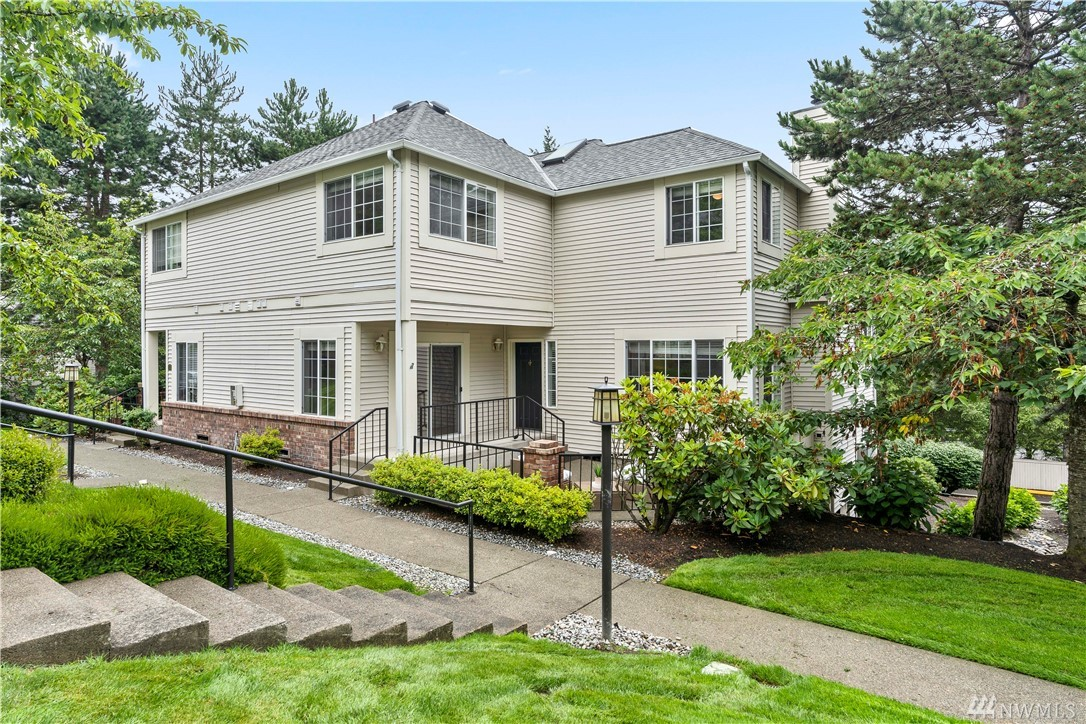 Minutes to downtown Redmond, this newly refreshed corner unit features a large outdoor patio, 2 bed 2/baths, fresh interior paint, floors, new interior carpet, and detached garage. Quiet location, no rental cap, no special assessments, close to trails, Microsoft and minutes to 520, award winning Lake Washington School District.